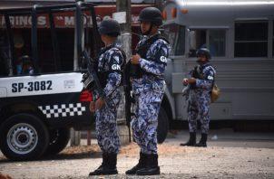 Elementos de la Guardia Nacional vigilan las calles en el municipio de Minatitlan, en el estado de Veracruz (México). FOTO/EFE