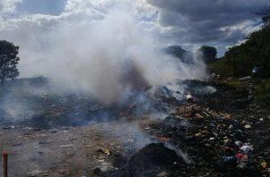 El problema es que las autoridades de la alcaldía no sancionan a los que se dedican a quemar la basura. Foto/Víctor Eliseo Rodríguez