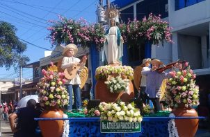 Para este festividad hubo más de 200 andas en honor a la Virgen de la Medalla Milagrosa. Foto/Diómedes Sánchez