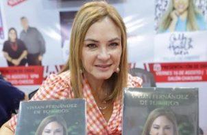 """Vivian Fernández de Torrijos, autora panameña. Su libro """"Sin etiquetas"""" está a la venta en la FIL 2019. Foto: Aurelio Herrera Suira."""