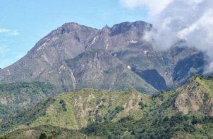 El presidente Laurentino Cortizo propuso construir la carretera por el área del Volcán Barú.