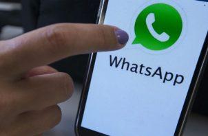 WhatsApp utiliza Google Drive como soporte lo que permite que cualquier usuario pueda hacer una copia de seguridad de su WhatsApp en la nube de Google con tan solo una cuenta de Google.