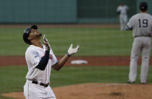 Xander Bogaerts de Boston festeja su jonrón ante los Yanquis. Foto:AP