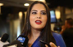 Zulay Rodríguez pide a sus colegas que sean valientes sobre tema migratorio. Foto: Panamá América.