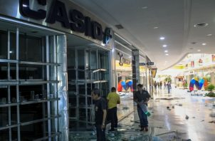 Decenas de comercios ubicados en la ciudad de Maracaibo, capital del estado venezolano de Zulia, fueron saqueados en las últimas horas en medio de la crisis eléctrica que tiene a esta región rica en petróleo sin luz desde hace cinco días. FOTO/EFE