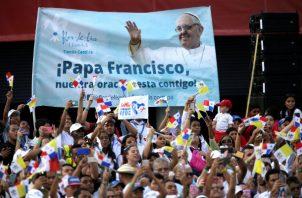 Panameños reciben al papa Francisco. Foto: EFE/AP