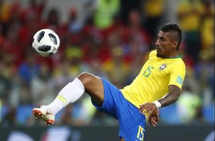 Paulinho anotó el primer gol de Brasil ante Serbia. Foto AP