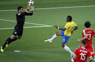 Gol de Paulinho ante Serbia. Foto EFE