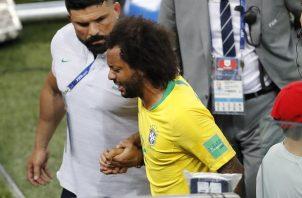 Marcelo sale del partido ante Serbia por un espasmo e la columna. Foto AP