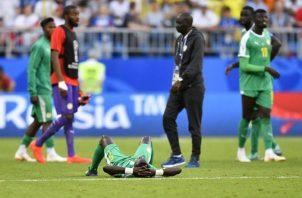 Los jugadores de Senegal desconsolados por la eliminación. Foto AP