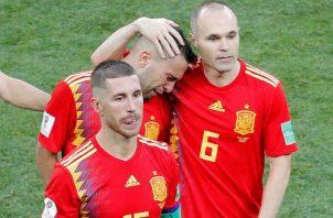 Sergio Ramos junto a Iniesta e Iago Aspas (c). Foto EFE