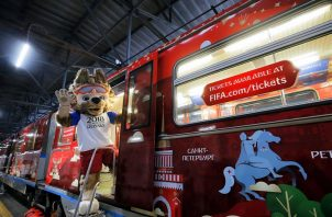 a mascota oficial del Mundial de Fútbol de Rusia 2018, el lobo Zabivaka.  Foto EFE