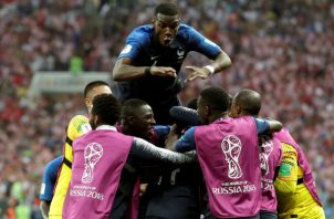 Jugadores franceses celebran. Foto:EFE