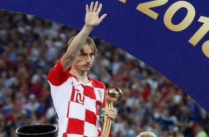 Modric recibió el galardón con tristeza.