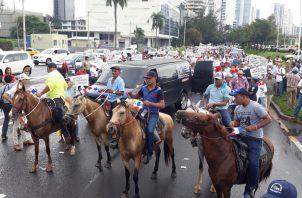A las 10 a.m. inició una marcha desde la Cinta Costera a la Presidencia de la República.