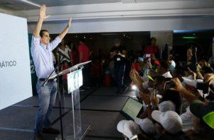 Según Roux una publicación de un diario impreso salió hace diez días antes de las elecciones primarias para perjudicarlo.