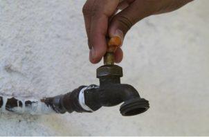 Los usuarios del a potabilizadora de Chilibre, deben recoger agua./Foto: Panamá América