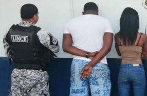 Los cinco ciudadanos panameños, fueron encontrados en posesión de varios artículos, presuntamente sustraídos de los comercios.