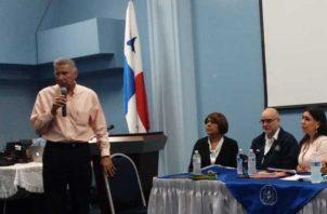 Durante el acto de licitación de las ambulancia para la CSS, Alfredo Martiz invitó a los trabajadores a seguir luchando por la entidad. Foto: Yaissel Urieta Moreno