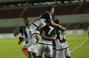 La celebración de los jugadores del Tauro tras el segundo gol de Edwin Aguilar. Anayansi Gamez