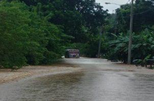 En Colón, las lluvias han provocado inundación en las vías principales. / Foto: Panamá América