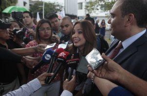 Estudiantes de Periodismo también mostraron su descontento ante la demanda a la periodista Guadalupe Castillero. /Foto: Víctor Arosemena