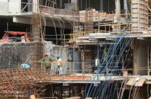 La construcción  de espacios de oficinas lleva 24 meses  manejándose  de manera cautelosa.