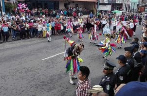 Las distintas delegaciones se lucieron en el desfile de La Chorrera en Panamá Oeste. Foto: Eric Montenegro.