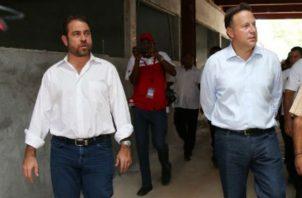 Mario Etchelecu, precandidato a la Presidencia por el Partido Panameñista y el presidente Juan Carlos Varela.