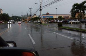 Varias áreas se inundaron con la lluvia en la capital.