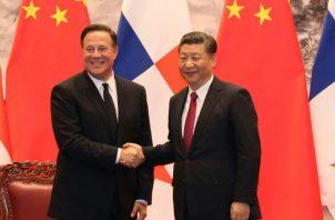 El presidente de Panamá, Juan Carlos Varela, y Xi Jinping, presidente de la República Popular China. Archivo