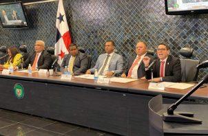 El anteproyecto de ley que regulará las plataformas digitales fue presentado por Raul Fernández.