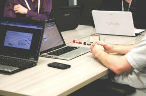 La Generación X también está jugando un rol crítico en cuanto a superar la brecha digital. Foto: Pixabay
