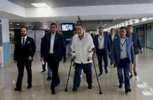 """""""Esperaría que el Gobierno de (Nicolás) Maduro me deje entrar"""", adelantaba Giammattei desde el asiento del avión de Copa en el que se dirigía a Venezuela y también afirmaba que pediría tres cosas: """"Que dejen entrar la ayuda humanitaria"""", la """"liberación de los presos políticos"""" y """"la convocatoria inmediata a elecciones democráticas y la reinstauración de la democracia en nuestra querida Venezuela""""."""