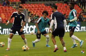 Jugadores titulares de Panamá calientan. Foto:@Fepafut