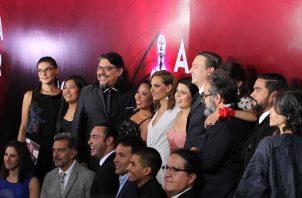 El elenco de 'Roma' posa en la alfombra roja de unos premios. Foto: EFE