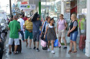 Las estadísticas revelan que de enero a septiembre de este año han ingresado a la zona franca 34 mil 500 nacionales de Cuba. Foto/Cortesía