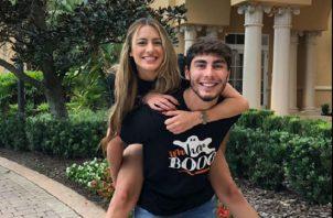 Lorenzo Figueroa, hijo de Chayanne, y su novia. Foto: Instagram
