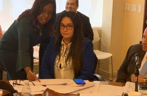 Kayra Harding, diputada del PRD, dijo en Twitter que conversó con su colega Zulay Rodríguez sobre el artículo 9 que establece la nacionalidad panameña. Foto: Twitter.