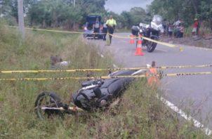 Así quedó la motocicleta a un borde de la vía. Foto: José Vásquez.