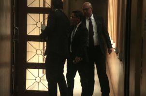 La entrada del diputado Arquesio Arias (c) a la sala de Casación de la Corte Suprema de Justicia. Víctor Arosemena