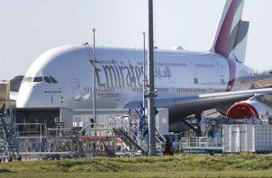 Hay dos razones legales que podrían impedirle a Emirates arrancar operaciones en México.