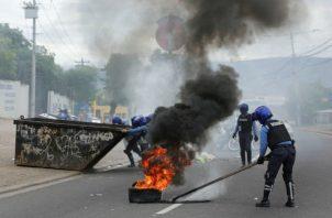 Manifestantes bloquearon con piedras y neumáticos puntos de carreteras. Foto: Archivo/Ilustrativa.