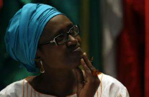 """Byanyima: """"es necesario cambiar la economía mundial de modo que funcione para todo el mundo"""". Foto: EFE."""