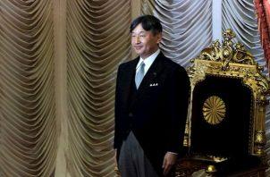En 1928, la ceremonia de entronización de Hirohito, el difunto abuelo de Naruhito, fue la primera sobre la que se informó por radio aunque se prohibió hacerlo en tiempo real para mantener el tradicional hermetismo en torno al trono.