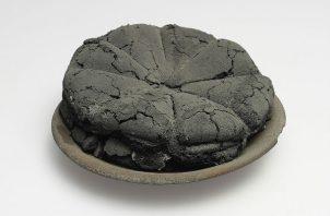 Una hogaza carbonizada de una de las 32 panaderías de Pompeya, parte de una muestra del Museo Ashmolean. Foto/ Museo Archeologico Nazionale di Napoli.