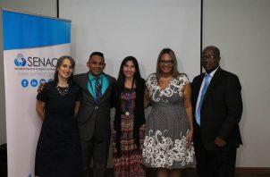 Docentes galardonas en compañía de personal de la Senacyt. Foto: Cortesía