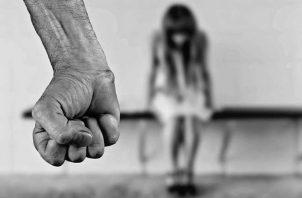 El adulto mayor utilizó los recursos de la amenaza y la violencia para sostener relaciones sexuales con la niña, que al final quedó embarazada. Foto Ilustrativa