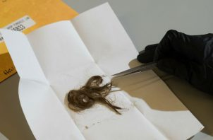 Información genética de muestras de cabello ayudó a identificar a víctimas en un caso de homicidio. Foto/ James Tensuan para The New York Times.