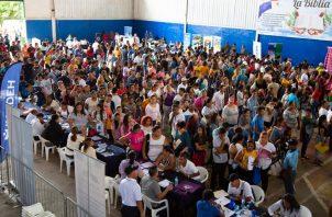 La Feria de Oportunidades se realizó en el gimnasio de la Junta Comunal de la 24 de Diciembre. Foto Cortesía